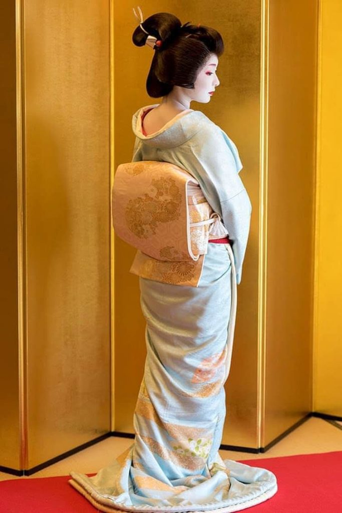 Maiko and Geishas Histories, Differences and Lifestyles